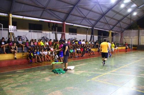 369c981d44 Esportes entrega material para projeto da Associação Amigos do Bairro da  Zona Norte