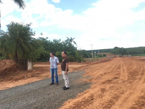 Prefeito vistoria obras da Estrada Rural do Santa Cruz